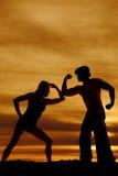 Silhouette de cowboy et de femme avec des muscles Photographie stock libre de droits