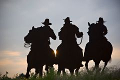 Silhouette de cowboys photo stock
