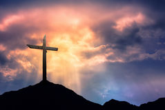 Silhouette de croix au lever de soleil Photographie stock libre de droits