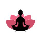 Silhouette de femme de yoga, Lotus Flower Background Logo Design rose Photographie stock libre de droits