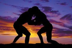 Silhouette de frapper de joueurs de football Image libre de droits