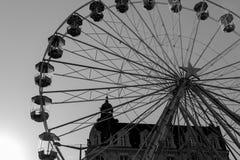 Silhouette de grande roue en noir et blanc Images libres de droits