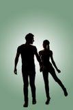 Silhouette de jeunes couples asiatiques Photos libres de droits
