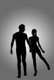 Silhouette de jeunes couples asiatiques Images libres de droits