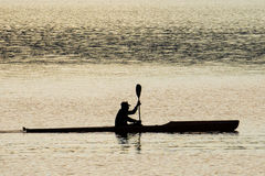 Silhouette de Kayaker Photographie stock libre de droits