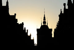 Silhouette de l'architecture austro-hongroise, spiers sur les maisons médiévales Photo stock
