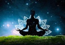 Silhouette de la position de yoga de lotus Image libre de droits