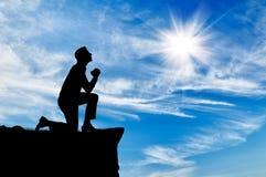Silhouette de la prière de l'homme Photo stock