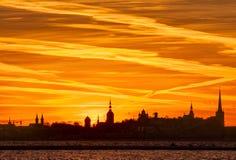 Silhouette de la vieille ville tallinn Image stock