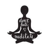 Silhouette de méditation avec la citation Photographie stock