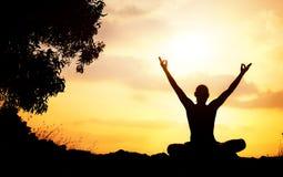 Silhouette de méditation de yoga Photo stock