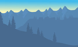 Silhouette de maison sur la montagne Photo libre de droits