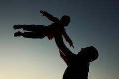Silhouette de père et de fils Photographie stock
