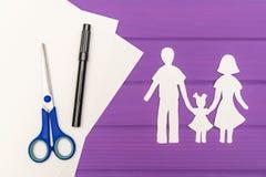 Silhouette de papier de l'homme et de femme avec l'enfant Image libre de droits