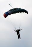 Silhouette de parachute photographie stock