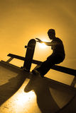 Silhouette de planchiste photo stock
