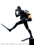 Silhouette de plongée de plongeur autonome d'homme d'isolement Images stock