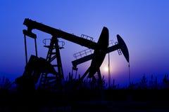 Silhouette de pompe à huile Images stock