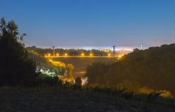 silhouette de pont avec la lune photo libre de droits