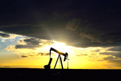 Silhouette de Pumpjack Photo stock