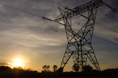 silhouette de pylône de l'électricité Photographie stock libre de droits