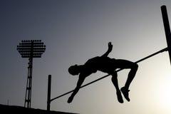 Silhouette de sauter d'athlète Photographie stock