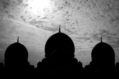 Silhouette de Sheikh Zayed Grand Mosque Photographie stock libre de droits
