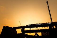 Silhouette de structure de pont image stock