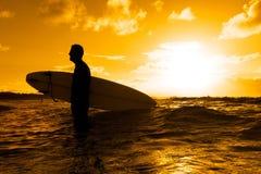 Silhouette de surfer Photographie stock libre de droits