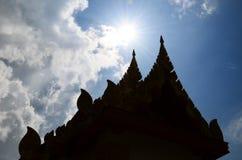 Silhouette de temple Photographie stock