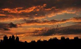 Silhouette de toit de soirée à Prague Photo stock