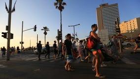 Silhouette de tour de maître nageur avec le beau coucher du soleil au-dessus de la mer Pacifique clips vidéos