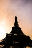 Silhouette de Tour Eiffel dans des Frances de Paris Photos stock