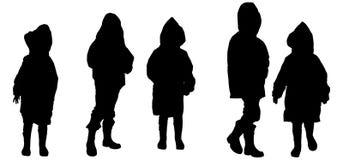 Silhouette de vecteur des enfants dans des imperméables Photos libres de droits
