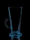 Silhouette de verre bleu pour le tir avec le chemin de coupure sur le fond noir Photo stock