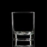 Silhouette de verre classique de boisson alcoolisée forte blanche avec le chemin de coupure sur le fond noir Photos libres de droits