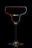 Silhouette de verre coloré de margarita sur le noir Photographie stock