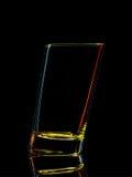 Silhouette de verre coloré pour le tir avec le chemin de coupure sur le fond noir Images stock