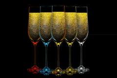 Silhouette de verre de champagne de couleur sur le noir Images libres de droits