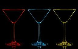 Silhouette de verre de martini de couleur sur le noir Photo libre de droits