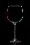 Silhouette de verre de vin coloré avec le chemin de coupure sur le fond noir Images stock
