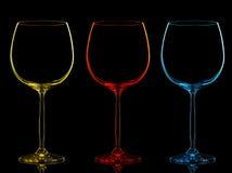 Silhouette de verre de vin de couleur sur le noir Photographie stock libre de droits