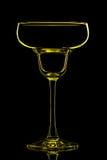 Silhouette de verre de vin jaune avec le chemin de coupure sur le fond noir Photo libre de droits