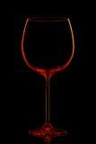 Silhouette de verre de vin rouge avec le chemin de coupure sur le fond noir Photos libres de droits