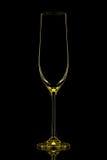 Silhouette de verre jaune de champagne avec le chemin de coupure sur le fond noir Image libre de droits