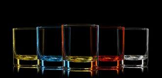 Silhouette de verre multicolore sur le fond noir Image libre de droits