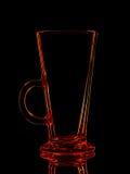 Silhouette de verre rouge pour le tir avec le chemin de coupure sur le fond noir Photographie stock libre de droits