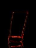 Silhouette de verre rouge pour le tir avec le chemin de coupure sur le fond noir Photo stock