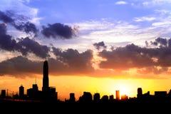 silhouette de ville de Bangkok de paysage urbain sur le bakground de ciel de coucher du soleil, Th Images libres de droits