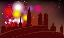Silhouette de ville de Munich, célébration, feux d'artifice Photographie stock libre de droits